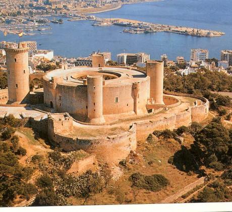 bellver 460x420 En Mallorca visita el castillo de Bellver