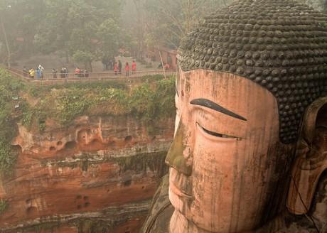 budaleshan 460x328 El gran Buda de Leshan, quien apacigua las aguas de los ríos