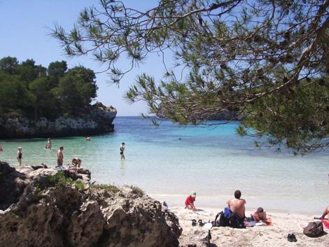 cala menorca foto wikipedia j braun Menorca, sinónimo de belleza natural