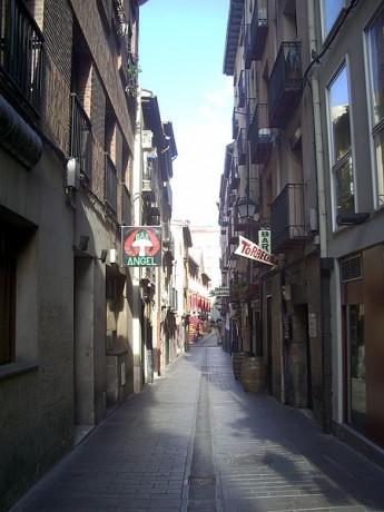 callelaurel 345x460 Tómate unas tapas en la Calle del Laurel, Logroño