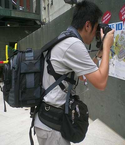 camara fotos turista Cargar con la cámara de fotos en un viaje