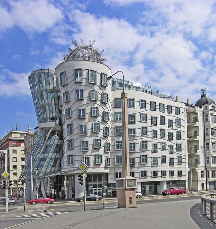 casadanzante 433x460 La Casa Danzante en Praga