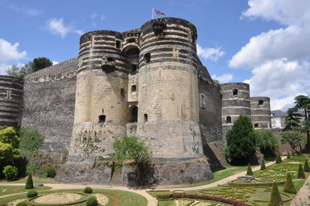 castillo de angers La sobriedad del castillo de Angers