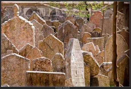 cementerio 460x312 El histórico cementerio judío de Praga