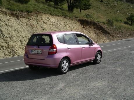 coche 460x345 ¿Por qué la edad influye en la cuota del seguro?