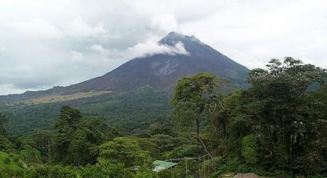costa rica volcan arenal 460x251 Volcán Arenal, el más activo de Costa Rica