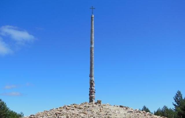 cruz de hierro La Cruz de hierro del Camino de Santiago