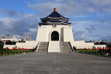edificio 460x306 Imponente monumento en honor al presidente Chiang Kai shek