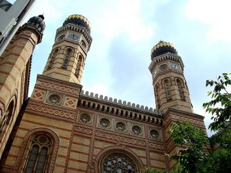 edificio1 460x345 Sinagoga Judía de Budapest, la segunda más grande del mundo