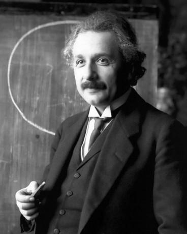 einstein 368x460 Se construirá en Jerusalén un museo dedicado a Albert Einstein