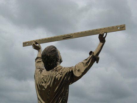 elhombrequemidelasnubes 460x345 El hombre que mide las nubes, una escultura de película