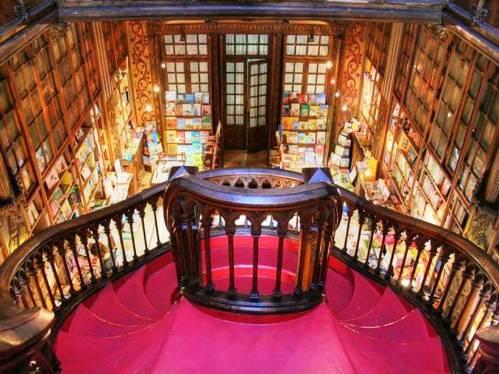 escalera interior libreria oporto La librería más bonita del mundo
