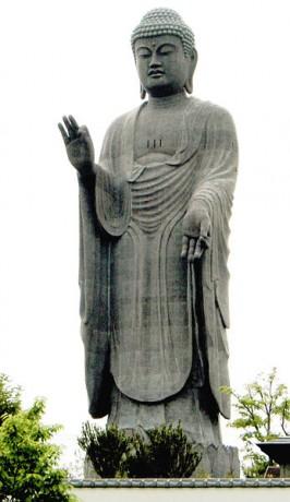 estatua1 266x460 Ushiku Daibutsu: la estatua más grande del mundo