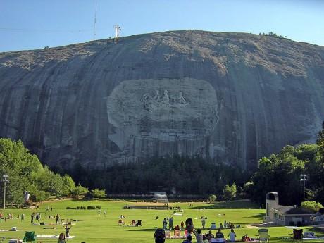 grande 460x345 El enorme Confederate Memorial Carving