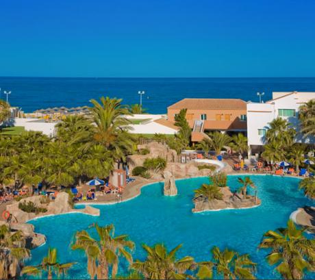 hotelnudista 460x409 Hotel Vera Playa Club, el primer hotel naturista de España
