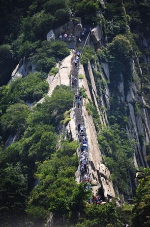 huashan 305x460 Las escaleras del Monte Huashan, las más empinadas del mundo