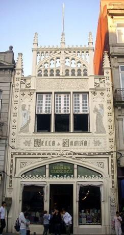 libreria 243x460 La librería Lello e Irmão de Oporto