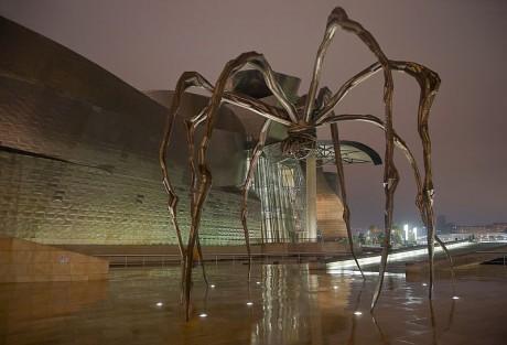 mama 460x313 Mamá, la araña protectora del Guggenheim