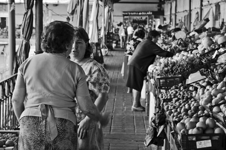 mercadoseñoras 460x306 Mercado de Bolhão, la esencia de Oporto