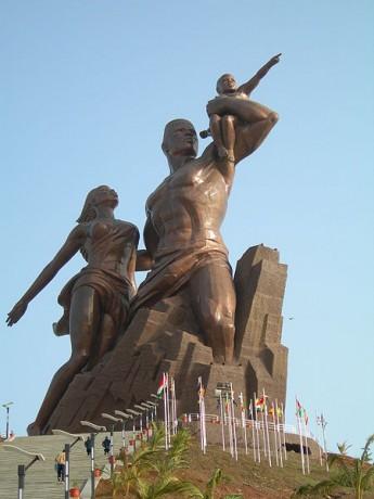 monumento1 345x460 El monumento al Renacimiento Africano, ¿símbolo de una nueva era?