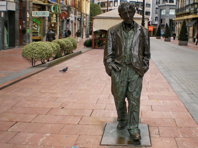 oviedo Recorrer las esculturas de Oviedo
