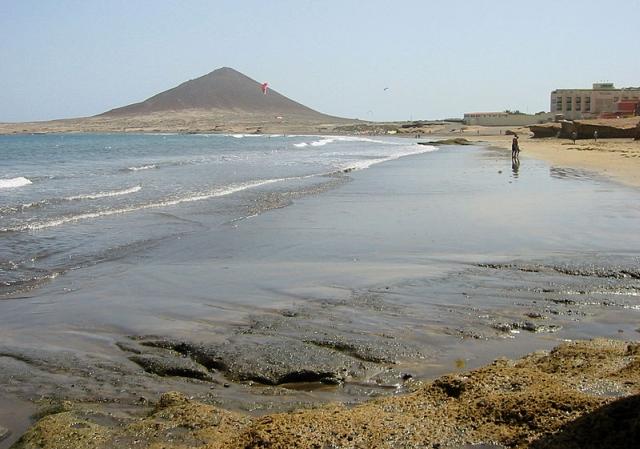 palya el medano El Médano, la playa más extensa de Tenerife