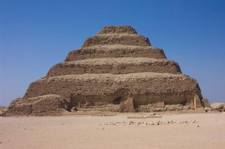 pirámide 460x306 La pirámide escalonada de Zoser podría desaparecer