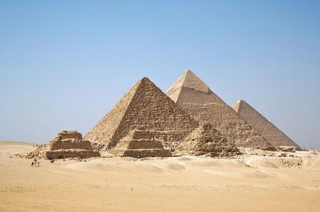 piramides 460x305 La NASA descubre 17 pirámides en Egipto