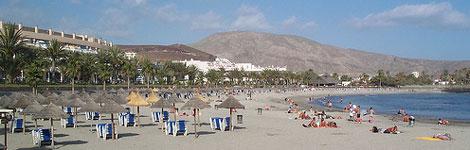 playa en tenerife El turismo español se salva gracias a las reservas de ultima hora