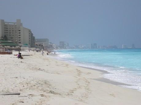 playadelfines 460x345 Playa Delfines, la perla turquesa de Cancún