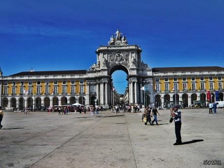 plaza 460x345 La gran Praça do Comércio de Lisboa