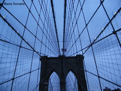 puente1 460x345 Cruzar el puente de Brooklyn al atardecer