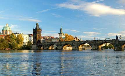 puente charles bridge prague Los puentes más famosos del mundo