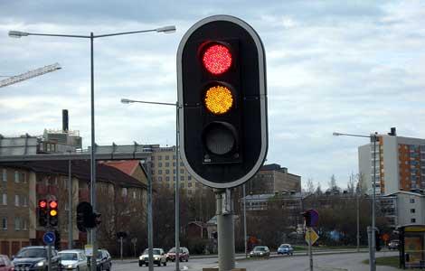 semaforo led La Comunidad de Madrid ahorra energia con semáforos con tecnología LED