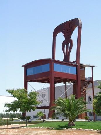 silla 345x460 La silla más grande del mundo, en Lucena