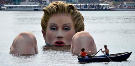 sirena 460x226 ¡Una sirena en Hamburgo!