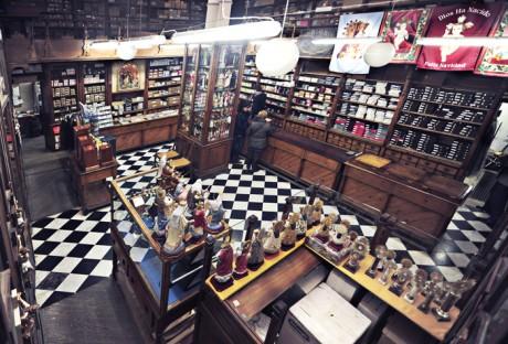 tienda 460x312 La Tienda de las Ollas de Hierro, la más antigua de Valencia