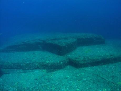 yonaguni 460x345 Las estructuras de Yonaguni, el monumento más antiguo del mundo